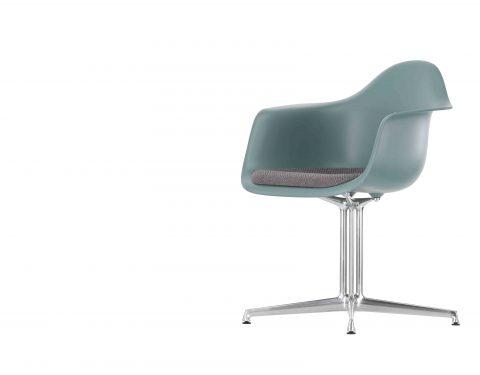 Armstoel model Plastic chair DAL van Vitra